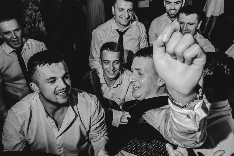 Najlepsze zdjęcia ślubne 2020 514 Babie Lato Gdów, Bieszczady, Boho, Dworek Kącki, Fotograf ślubny, fotograf ślubny Kraków, Fotograf śluby Warszawa, fotografia ślubna bochnia, fotografia ślubna kraków, Gospoda Pod Kamieniem, oryginalny plener ślubny, Panorama Nowy Wiśnicz, Pałac Żeleńskich, plener ślubny, Robert Bereta, Sala weselna Limanowa, Sale Weselne Bochnia, Sale weselne Kraków, Sesja, Sesja Góry Adrspach, sesja ślubna, sesja ślubna w Bieszczadach, sesja ślubna zagraniczna, Sesja w górach, Sesja w stodole, sesja w szklarni, sesja w tatrach, wedding session, wesele, Wiwenda Połom Duży, Zacisze Gnojnik, zdjęcia rustykalne, zdjęcia ślubne