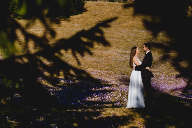 Natalia i Artur 275 krokusy, oryginalny plener ślubny, plener ślubny, sesja ślubna, sesja w tatrach