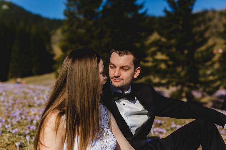 Natalia i Artur 287 krokusy, oryginalny plener ślubny, plener ślubny, sesja ślubna, sesja w tatrach