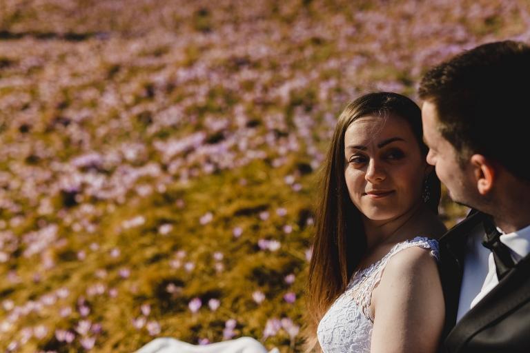 Natalia i Artur 289 krokusy, oryginalny plener ślubny, plener ślubny, sesja ślubna, sesja w tatrach