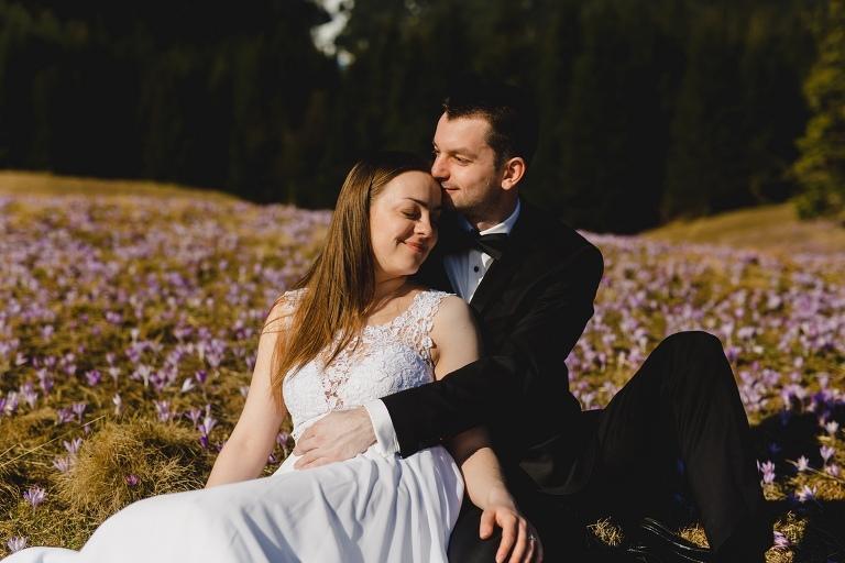 Natalia i Artur 295 krokusy, oryginalny plener ślubny, plener ślubny, sesja ślubna, sesja w tatrach