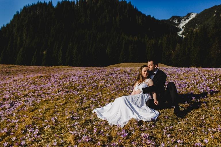 Natalia i Artur 297 krokusy, oryginalny plener ślubny, plener ślubny, sesja ślubna, sesja w tatrach
