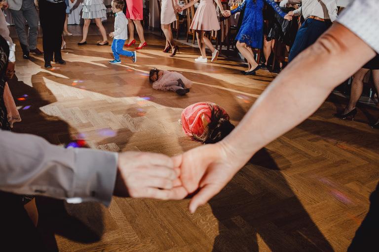Aga i Artur Reportaż | Wiwenda | Bochnia - Połom Duży 823 oryginalny plener ślubny, Połom Duży, Sesja, sesja ślubna, sesja w szklarni, wedding session, wesele, Wiwenda, zdjęcia ślubne