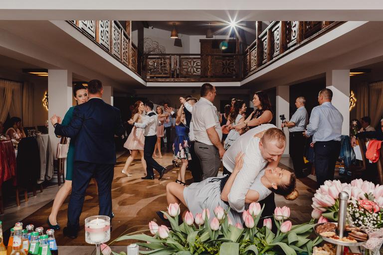 Aga i Artur Reportaż | Wiwenda | Bochnia - Połom Duży 881 oryginalny plener ślubny, Połom Duży, Sesja, sesja ślubna, sesja w szklarni, wedding session, wesele, Wiwenda, zdjęcia ślubne