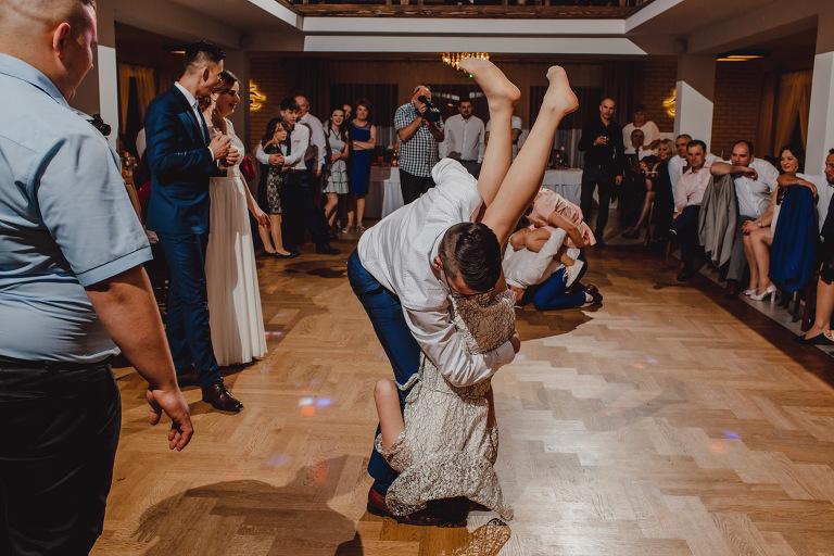 Aga i Artur Reportaż | Wiwenda | Bochnia - Połom Duży 899 oryginalny plener ślubny, Połom Duży, Sesja, sesja ślubna, sesja w szklarni, wedding session, wesele, Wiwenda, zdjęcia ślubne