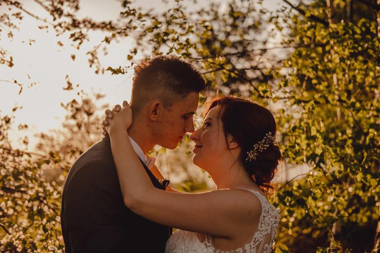 Aga i Artur Reportaż | Wiwenda | Bochnia - Połom Duży 917 oryginalny plener ślubny, Połom Duży, Sesja, sesja ślubna, sesja w szklarni, wedding session, wesele, Wiwenda, zdjęcia ślubne