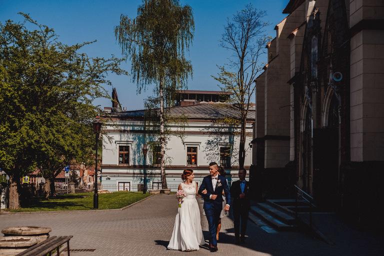 Aga i Artur Reportaż | Wiwenda | Bochnia - Połom Duży 717 oryginalny plener ślubny, Połom Duży, Sesja, sesja ślubna, sesja w szklarni, wedding session, wesele, Wiwenda, zdjęcia ślubne
