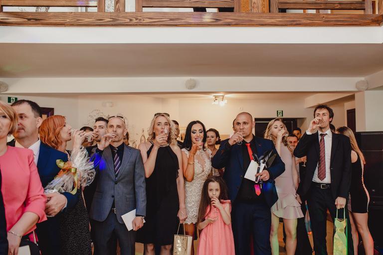 Aga i Artur Reportaż | Wiwenda | Bochnia - Połom Duży 785 oryginalny plener ślubny, Połom Duży, Sesja, sesja ślubna, sesja w szklarni, wedding session, wesele, Wiwenda, zdjęcia ślubne