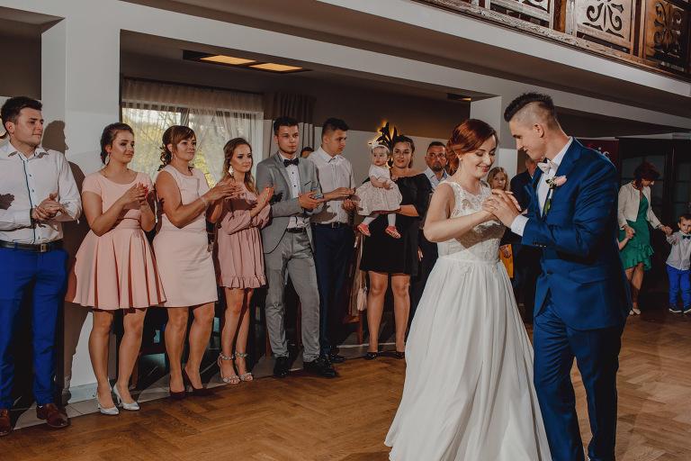 Aga i Artur Reportaż | Wiwenda | Bochnia - Połom Duży 811 oryginalny plener ślubny, Połom Duży, Sesja, sesja ślubna, sesja w szklarni, wedding session, wesele, Wiwenda, zdjęcia ślubne