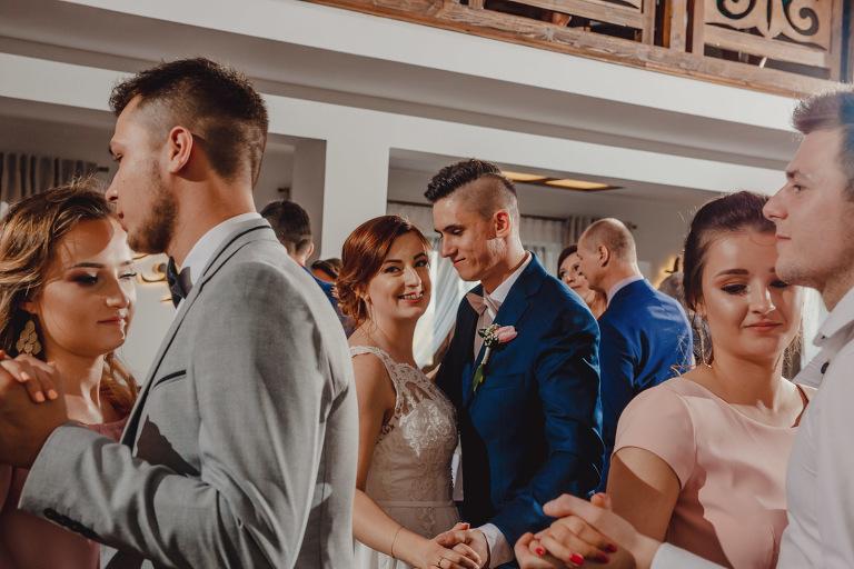 Aga i Artur Reportaż | Wiwenda | Bochnia - Połom Duży 815 oryginalny plener ślubny, Połom Duży, Sesja, sesja ślubna, sesja w szklarni, wedding session, wesele, Wiwenda, zdjęcia ślubne