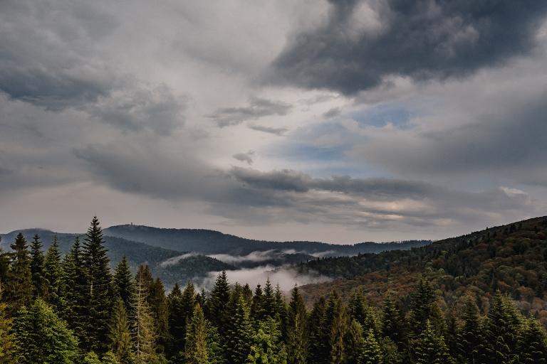 Ania i Adam | Kiedy w górach pada deszcz | Sesja ślubna 1